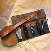 И сразу ещё одна новинка! Сумка для 5 складных ножей из итальянской толстой кожи (2,5 мм) Knife to meet you BAG-Roll5. Карманы настолько глубокие, что ваши BFR2, царапы и другие массивные Ножи будут чувствовать себя абсолютно комфортно. Натуральная кожа, ручная работа. На сайт пока не вешаем, ждём фотосессию, поэтому для заказа пишите в директ. #kniferoll #knife #foldingknife #русскийножевойинстаграм #сумкадляножей #кожа #ручнаяработа #mcusta #viper