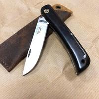 Продолжая тему немцев, у нас в ассортименте появился ещё и такой красавец от Otter Messer. Углеродка С75 здесь круто сочетается с чёрным африканским деревом. Вес ножа 59 грамм, а клинок 71 мм. #русскийножевойинстаграм #складнойнож #нож #knifeporn