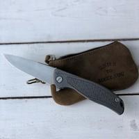 Универсальный чехол для складного ножа Knife to meet you KS-2 подойдёт для большинства моделей. А то, знаете ли, стыдно бывает за производителей ) доступен для заказа на сайте #русскийножевойинстаграм #нож #широгоров #сумкидляножей #shirogorov #shirogorovknives